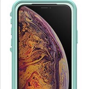 iPhone XS lifeproof case